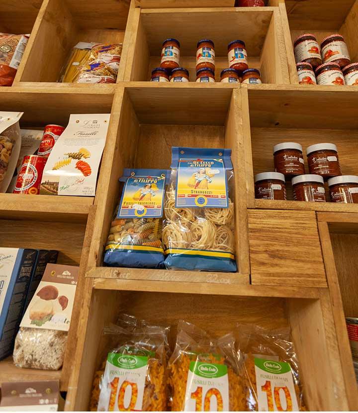 market-estanteria-De-Gusto-Bianco-e-Rosso